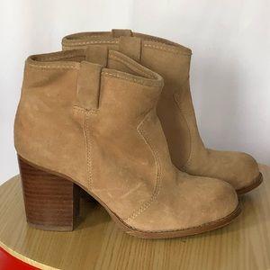 Splendid beige suede booties with staked heel sz 6
